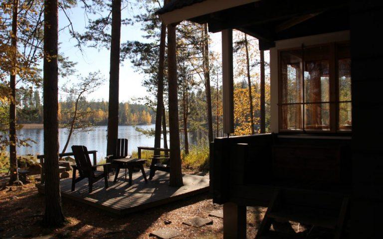 Ferienhäuser am Ufer des Saimaa-Sees in Puumala