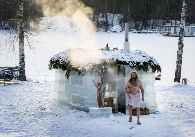 Ice sauna experience in Sahanlahti, Puumala