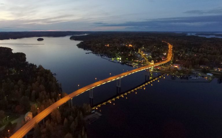 Die außergewöhnliche Brücke am Sund Puumalansalmi