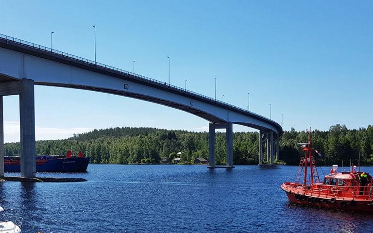 Brücke am Sund Puumalansalmi